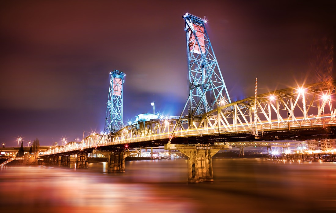 Hawthorne Bridge lit up at night (photo Thomas Hawk)