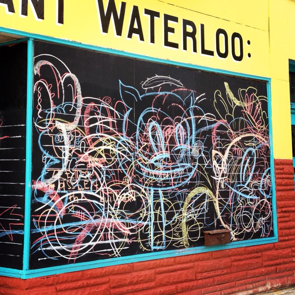 Stephen Tompkins  Maus-Katze (Waterloo Street, Cleveland)  Dimensions: Chalk on Chalkboard 2013