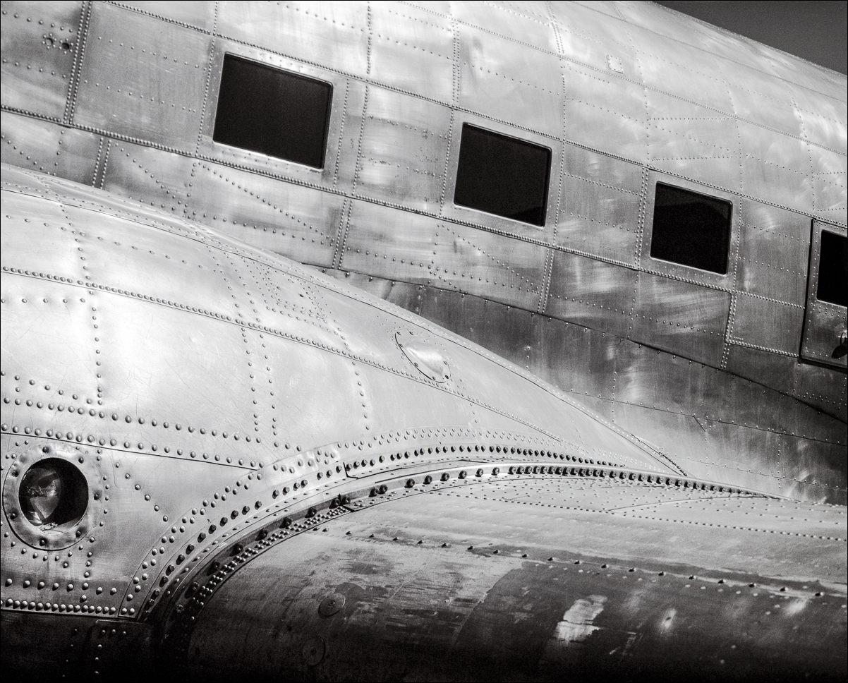 DC-3 Windows ©2001 John Slemp