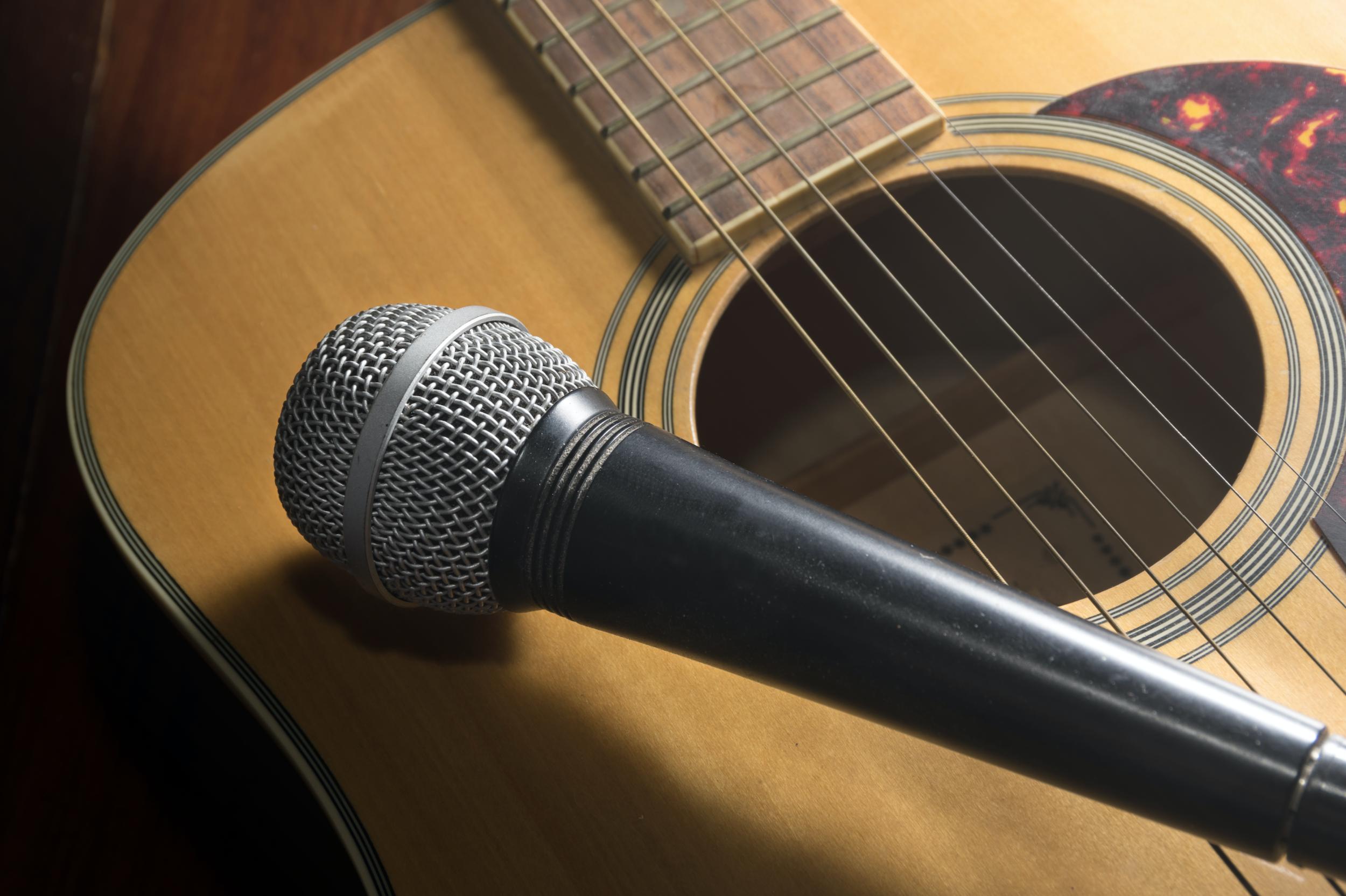 chitarra e voce copia.png