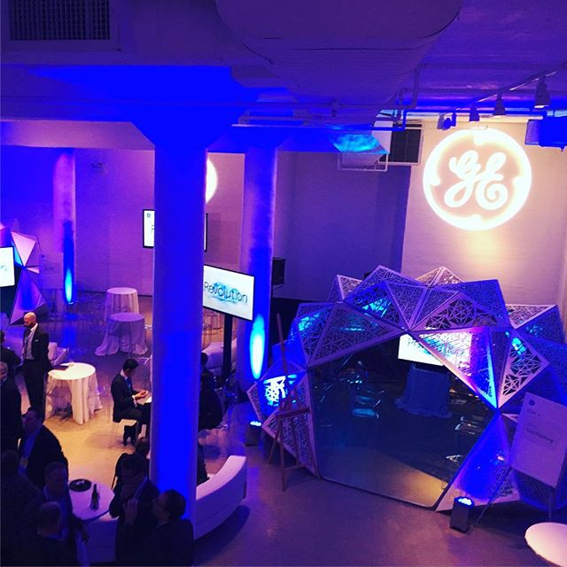 Shot of a recent corporate event we did with @generalelectric showcasing their new #Revolution CAT scanner.  @chezeventspace #geodesicdome #triambic #geometry #experientialmarketing #elegant #decor #chicago #rivernorth #lasercut