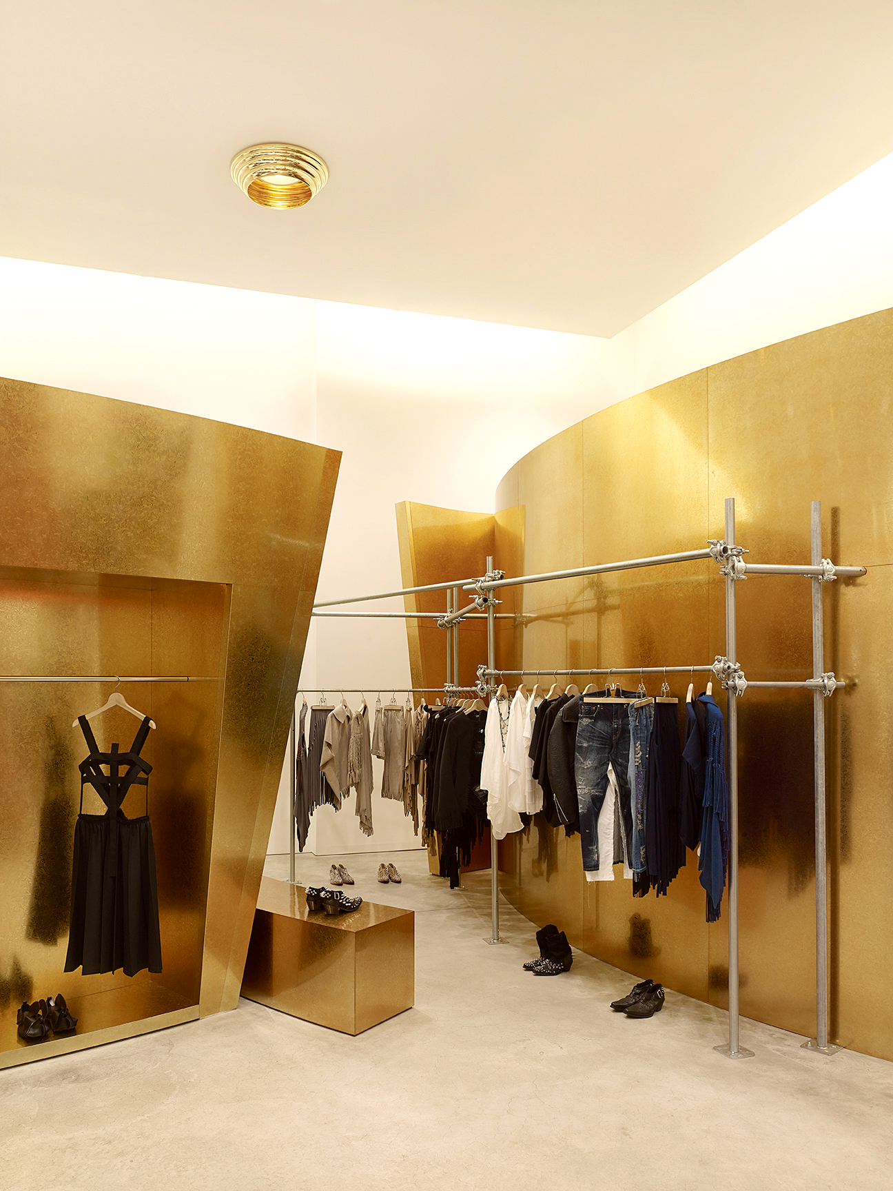 Comme des Garcons_W22nd_NYC Store_3a.jpg