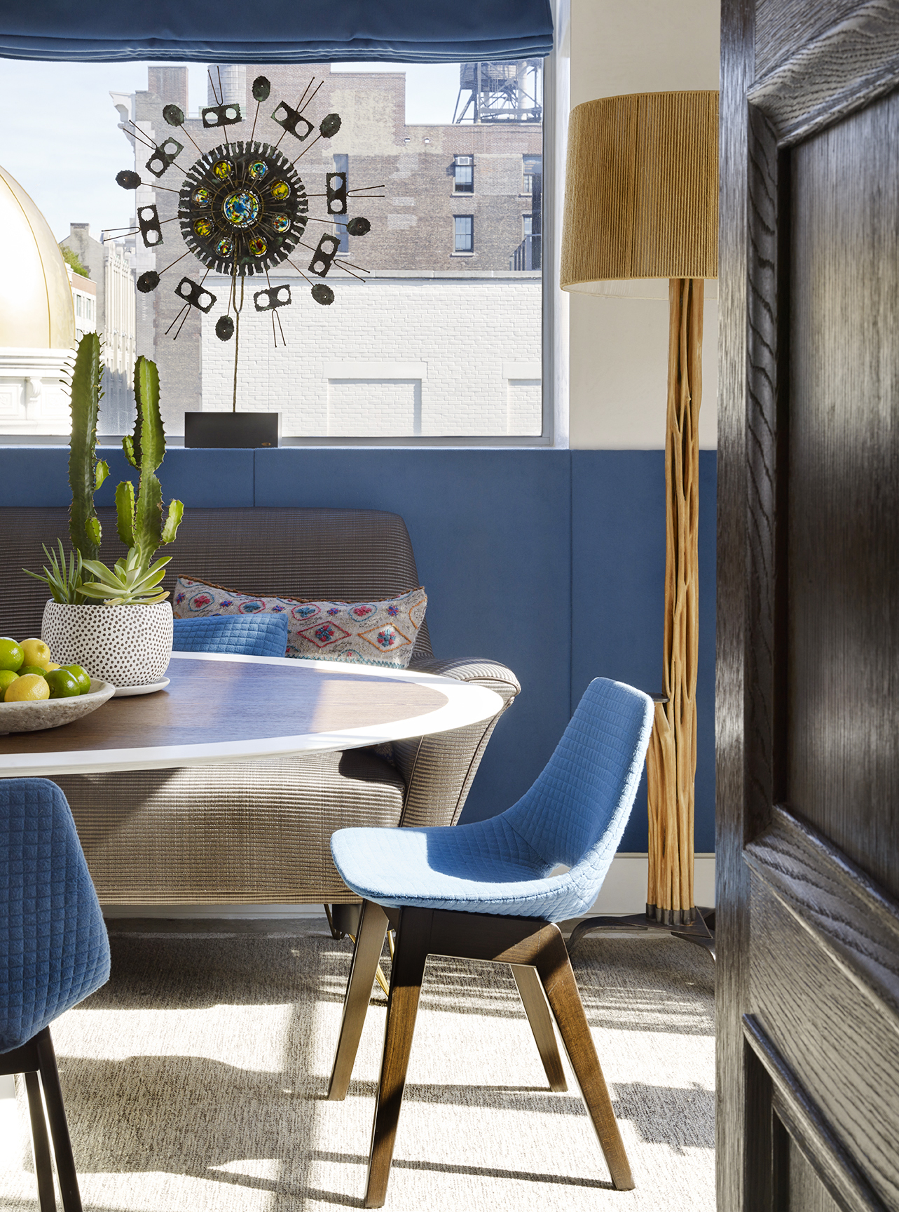 LUXE_121 W21_Breakfast Room_2_photo Peter Murdock.jpg