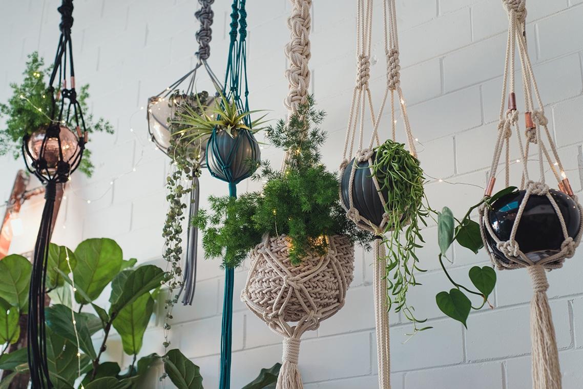 diy-macrame-pot-plant-hanger-01.jpg