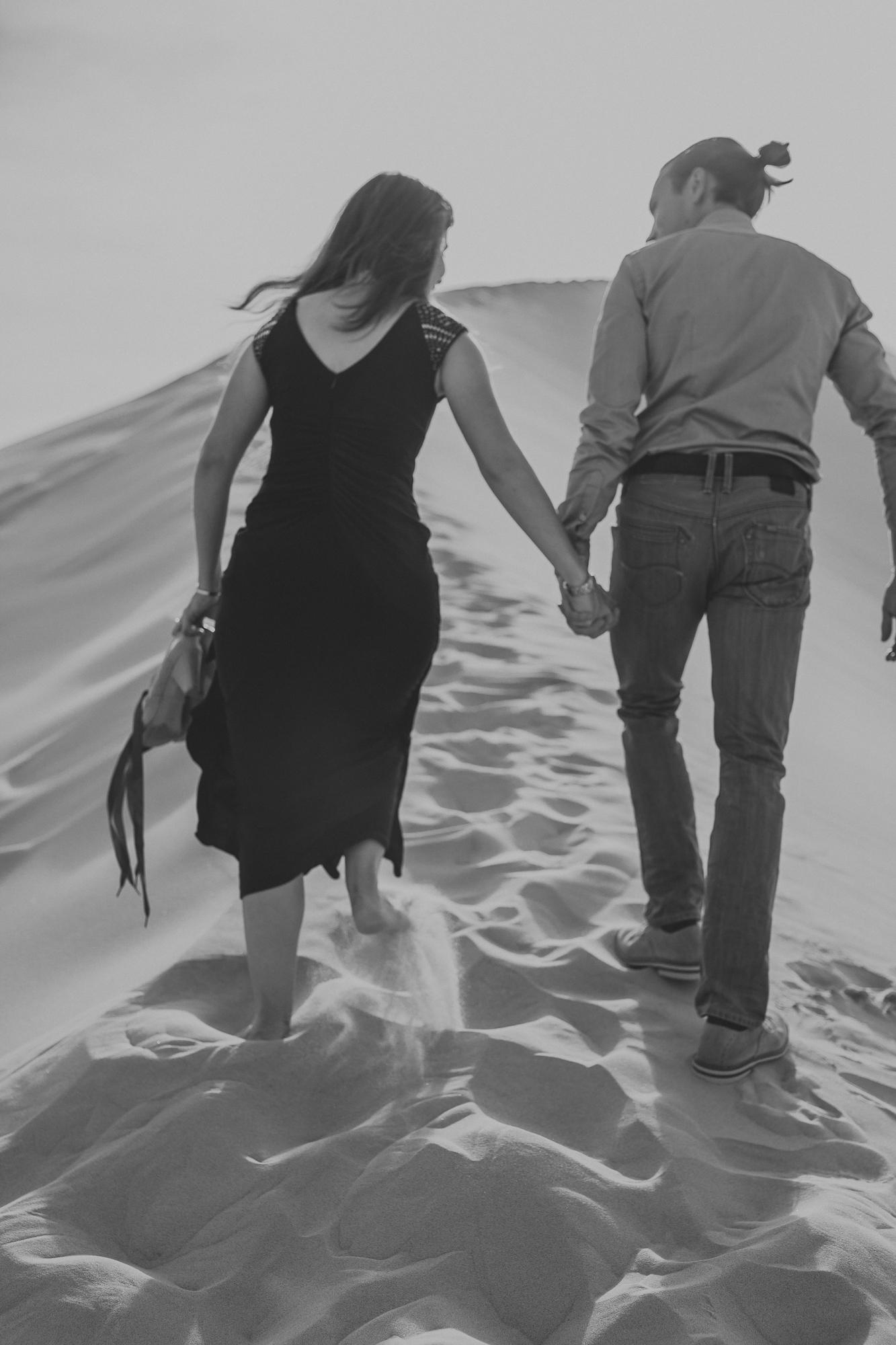 brandy.andrew. kelso sand dunes mojave desert  engagement session-6.jpg