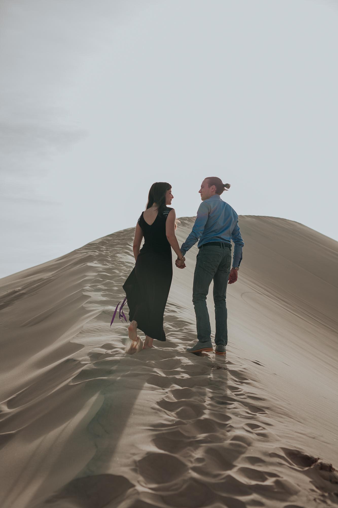 brandy.andrew. kelso sand dunes mojave desert  engagement session-7.jpg