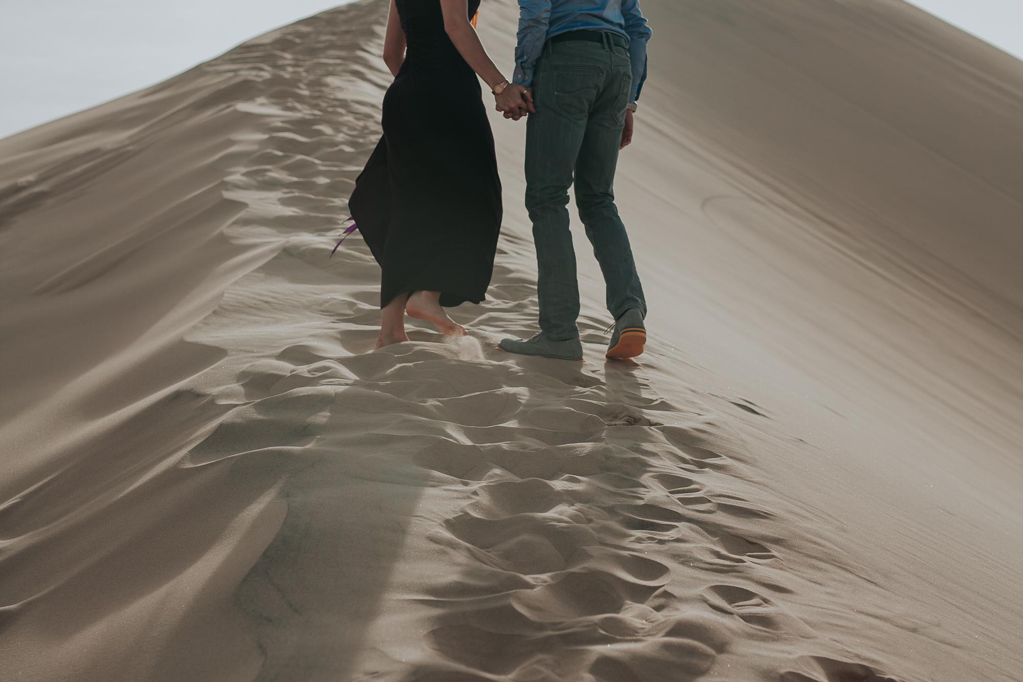 brandy.andrew. kelso sand dunes mojave desert  engagement session-8.jpg