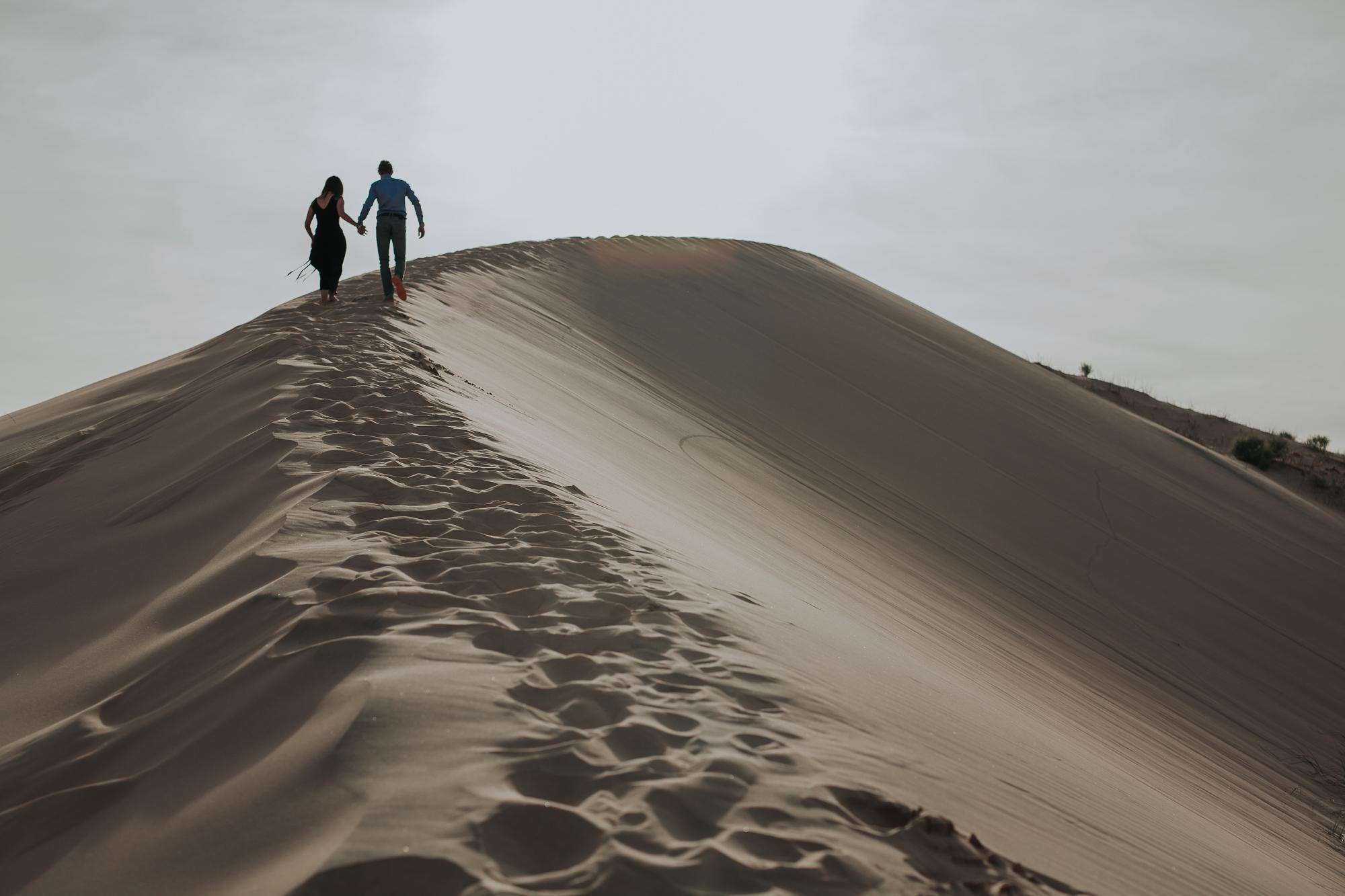 brandy.andrew. kelso sand dunes mojave desert  engagement session-10.jpg