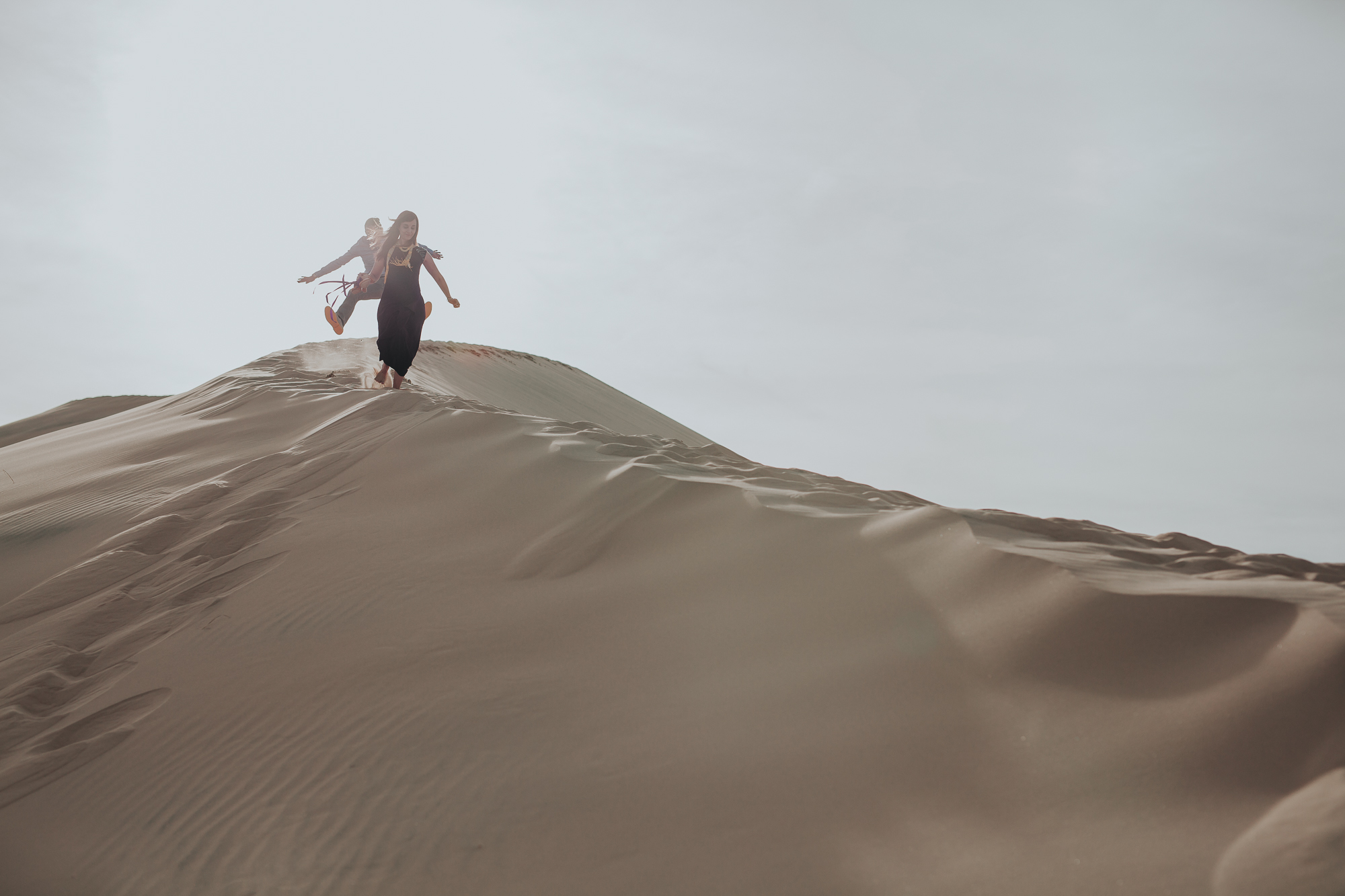 brandy.andrew. kelso sand dunes mojave desert  engagement session-13.jpg