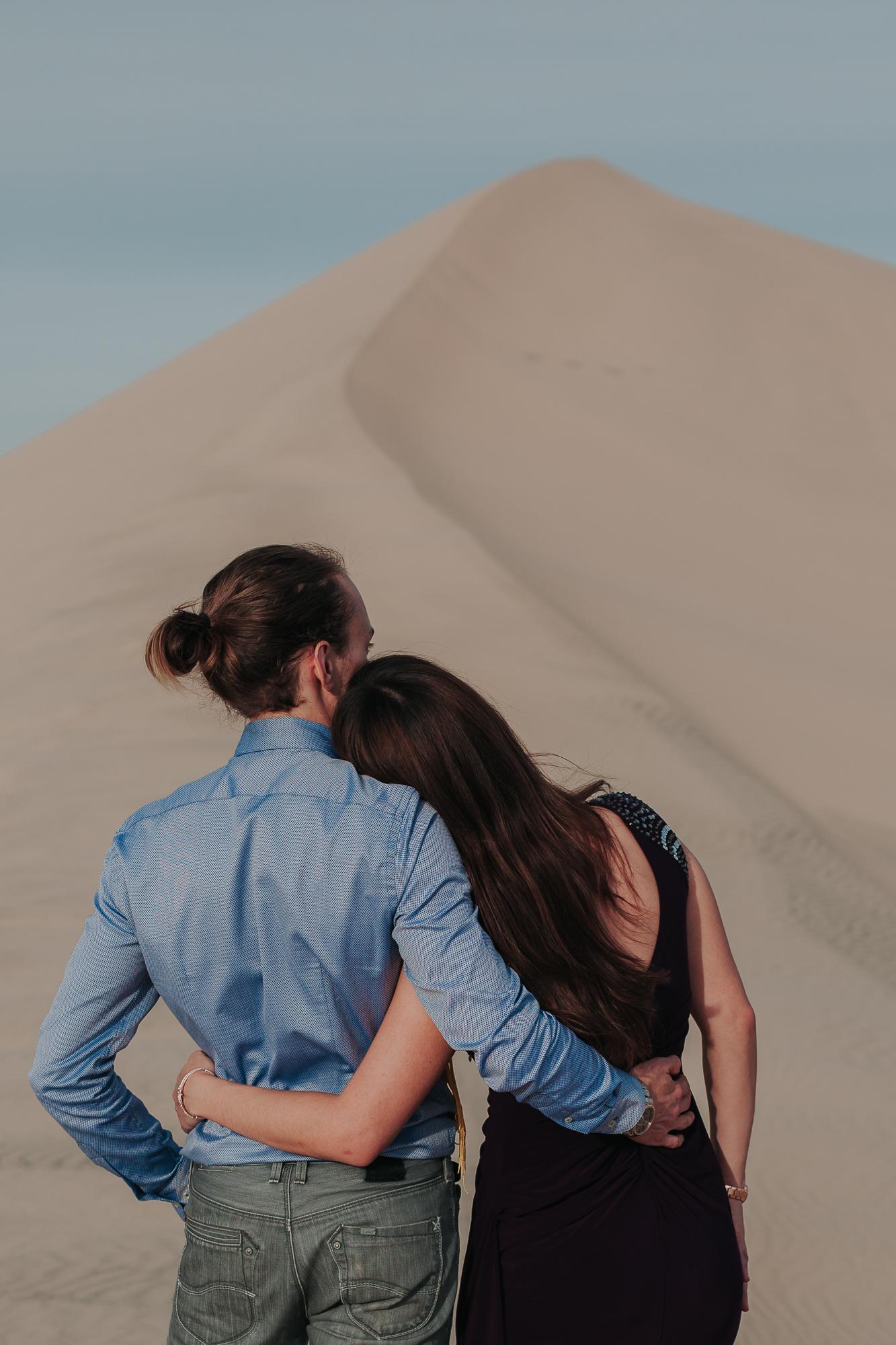 brandy.andrew. kelso sand dunes mojave desert  engagement session-29.jpg