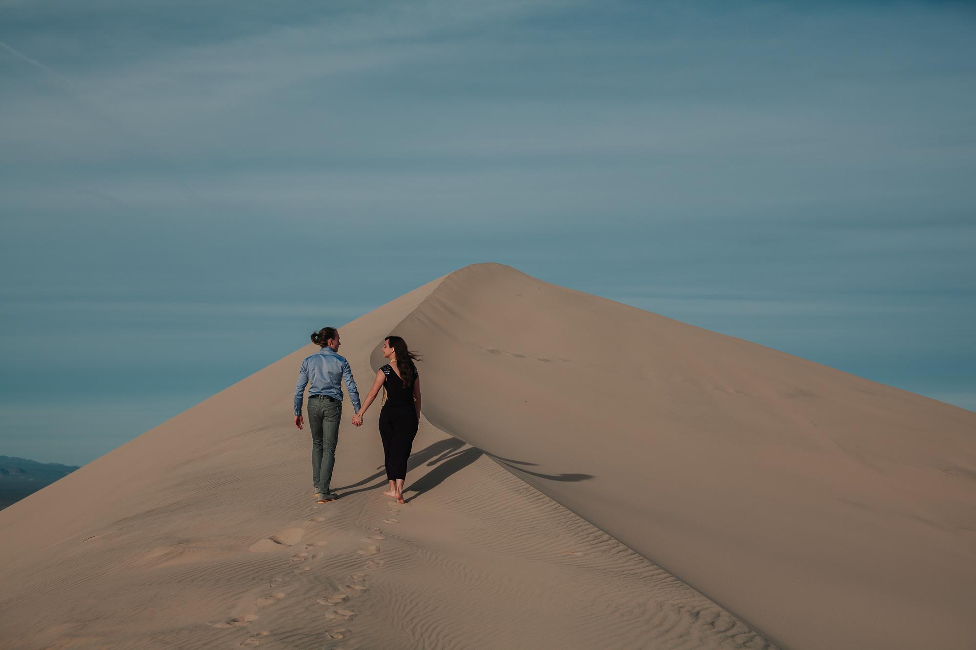 brandy.andrew. kelso sand dunes mojave desert  engagement session-49.jpg
