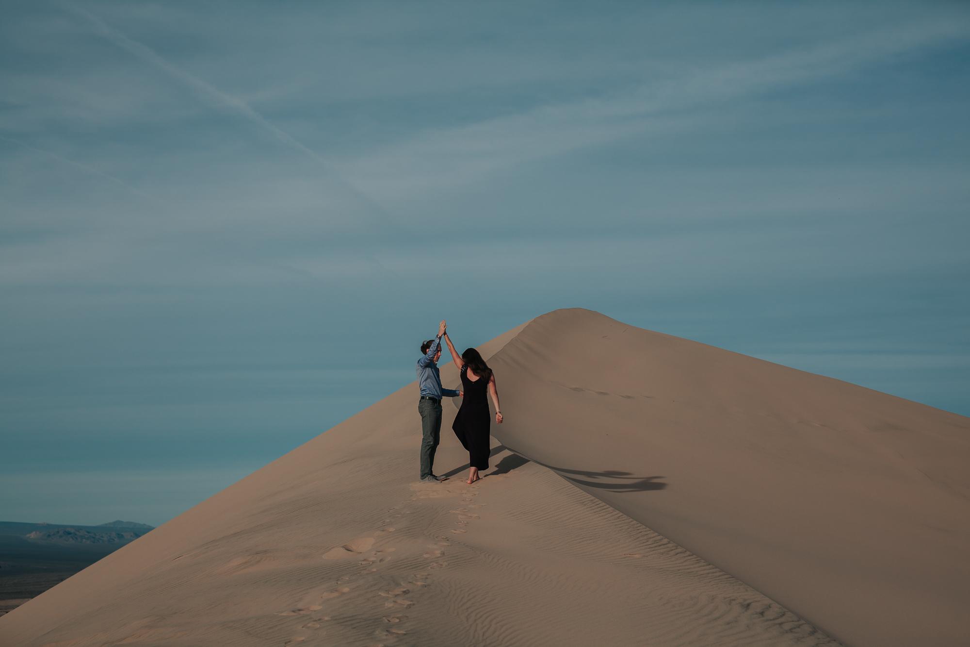 brandy.andrew. kelso sand dunes mojave desert  engagement session-51.jpg