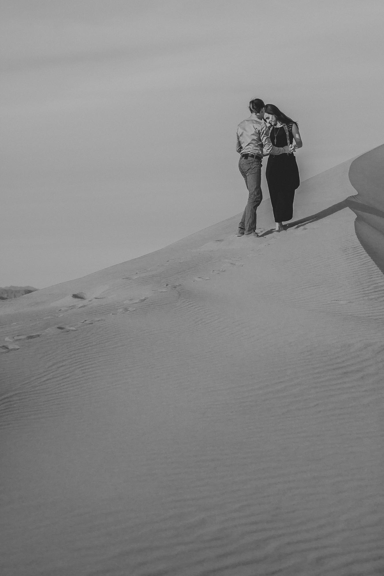 brandy.andrew. kelso sand dunes mojave desert  engagement session-52.jpg