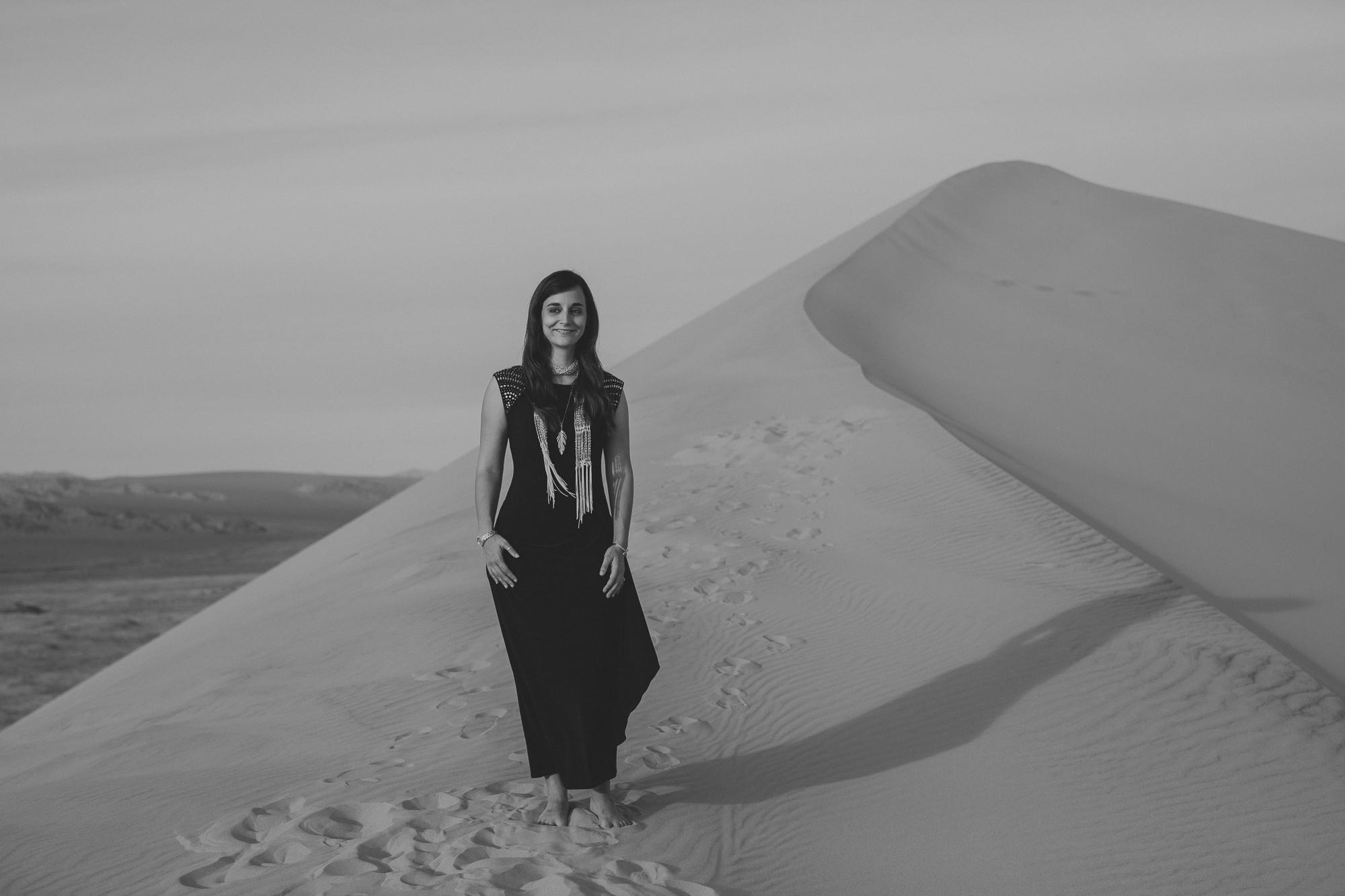 brandy.andrew. kelso sand dunes mojave desert  engagement session-57.jpg