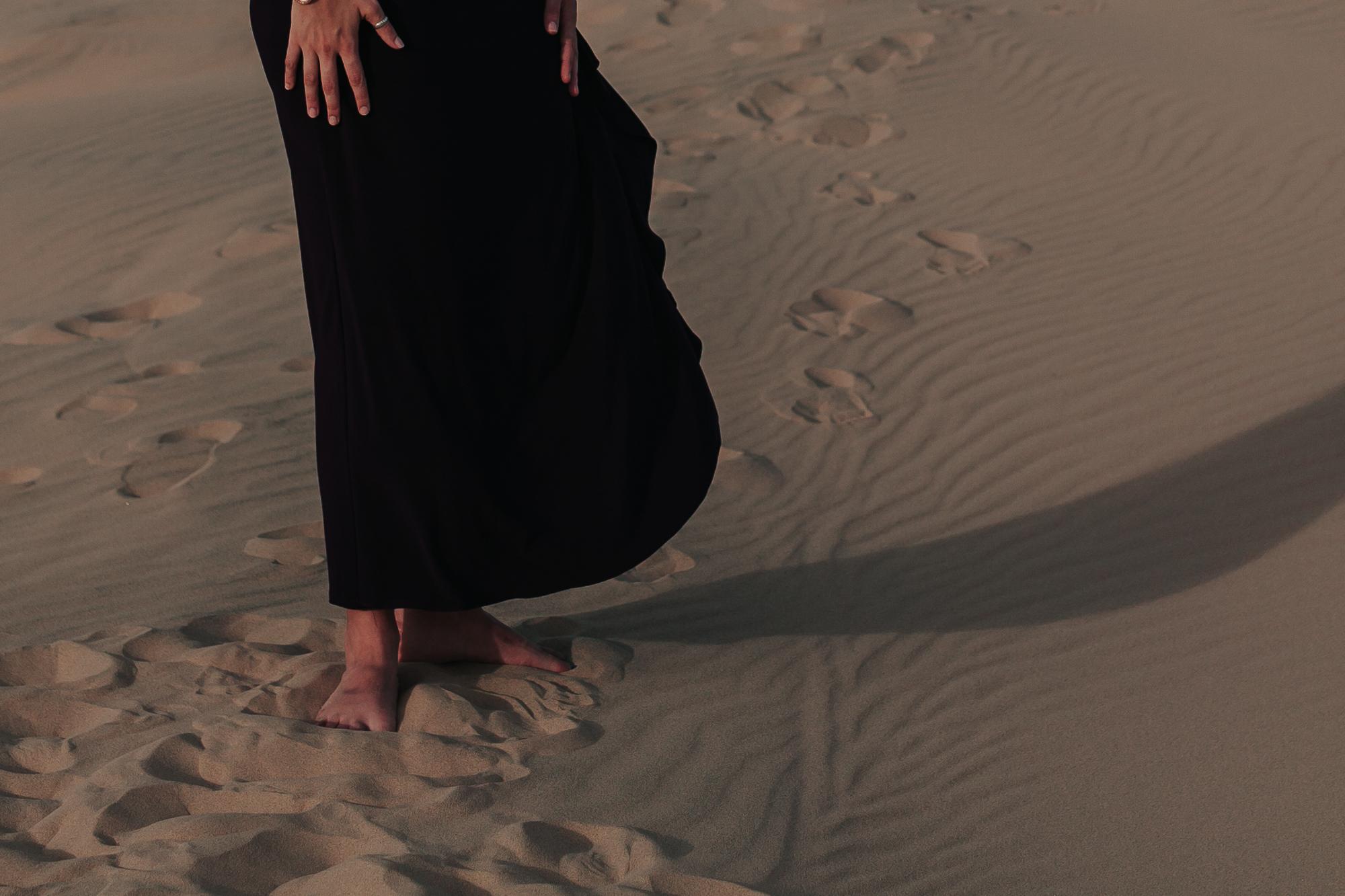 brandy.andrew. kelso sand dunes mojave desert  engagement session-59.jpg