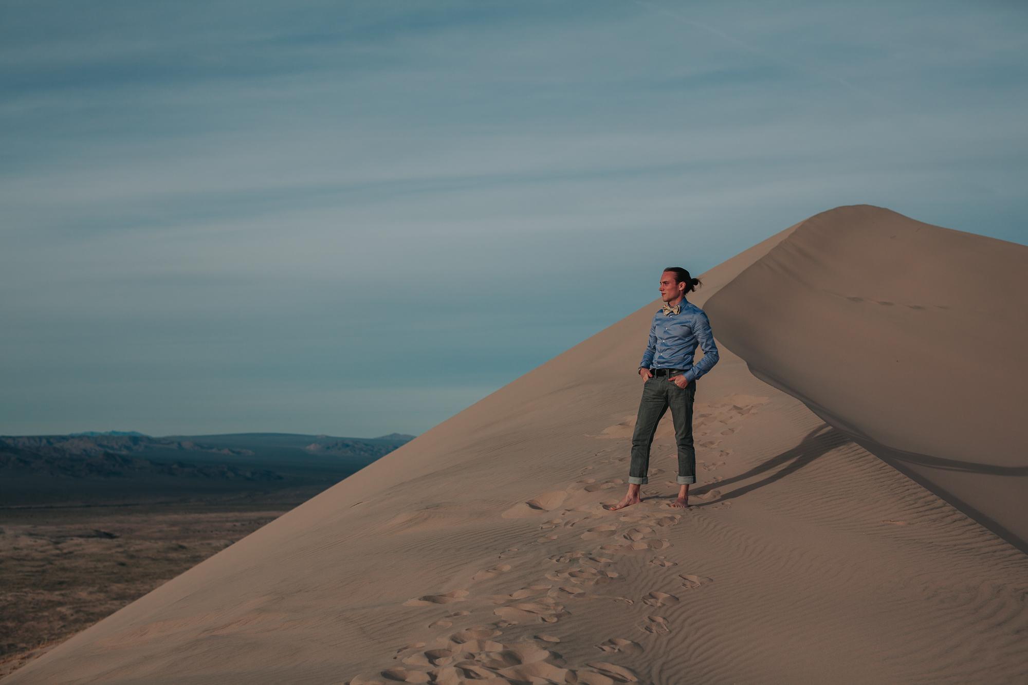 brandy.andrew. kelso sand dunes mojave desert  engagement session-61.jpg