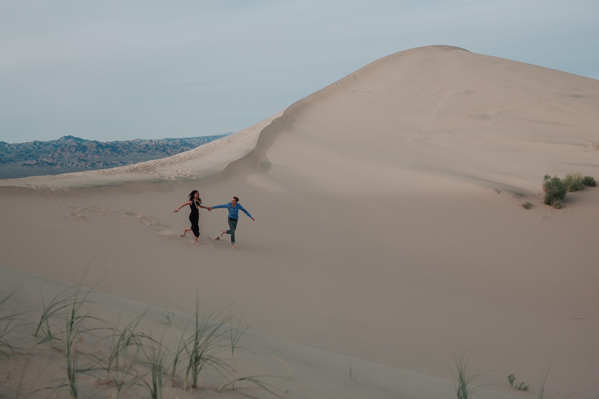 brandy.andrew. kelso sand dunes mojave desert  engagement session-64.jpg