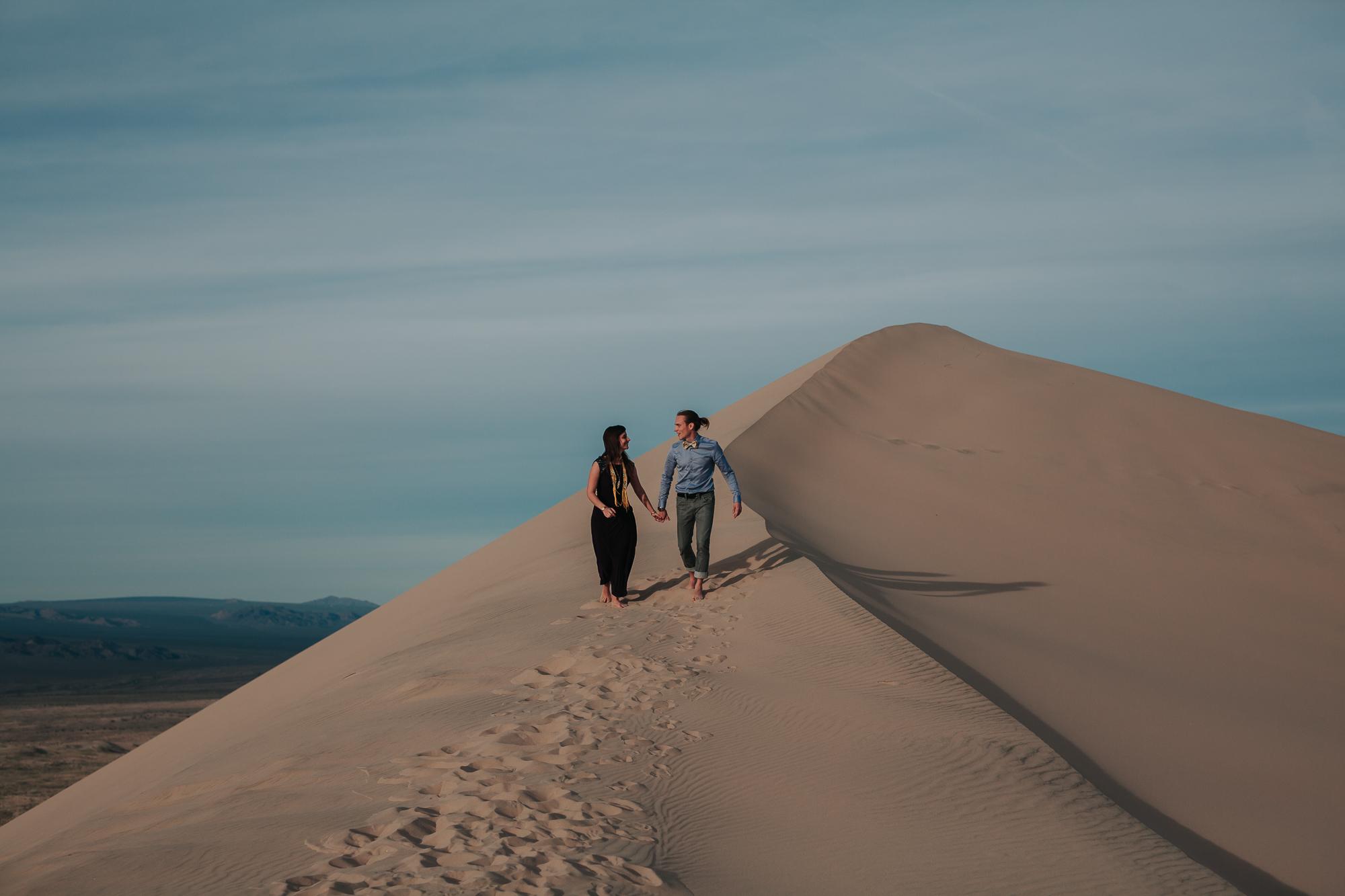 brandy.andrew. kelso sand dunes mojave desert  engagement session-63.jpg