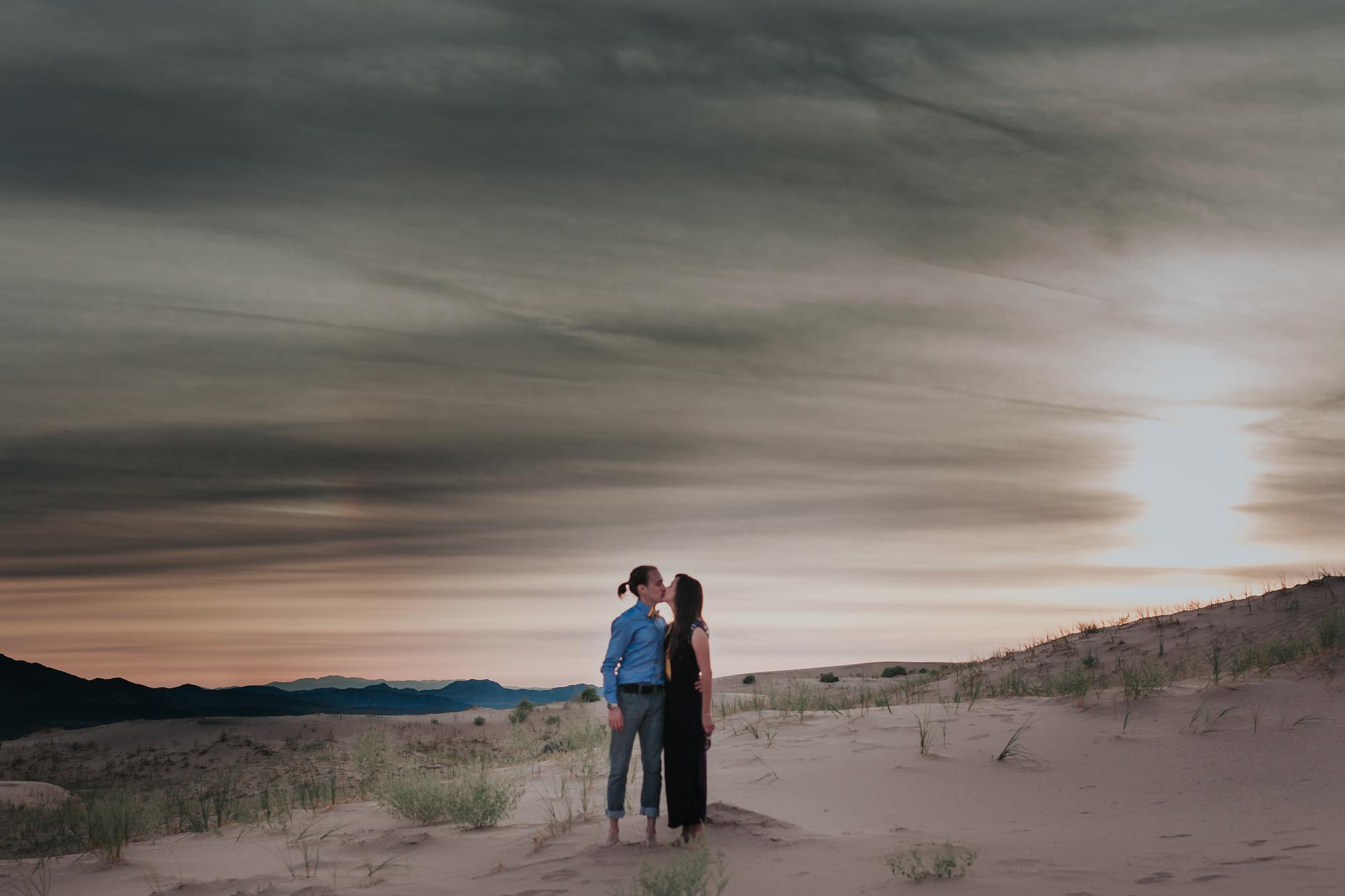 brandy.andrew. kelso sand dunes mojave desert  engagement session-101.jpg