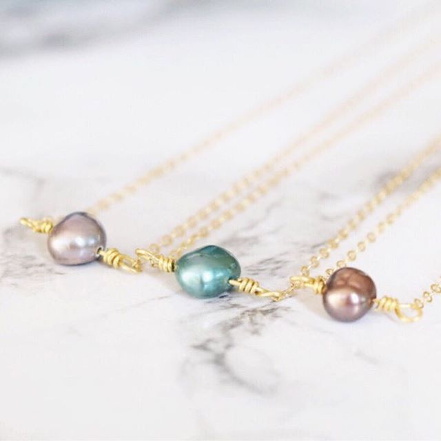 Pearls night out! Are you more of a pearl princess or a diamond diva?! 👯‍♀️ . . . . . . #pearlgirl #classygirlswearpearls #classy #etsyjewelry #etsysale #etsyfinds #labordaysale