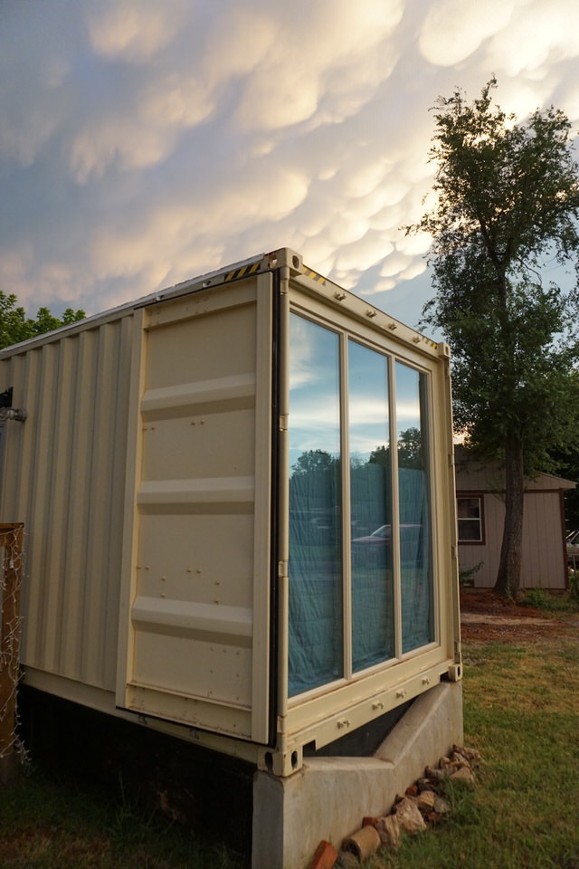 shipping-container-end-full-windows