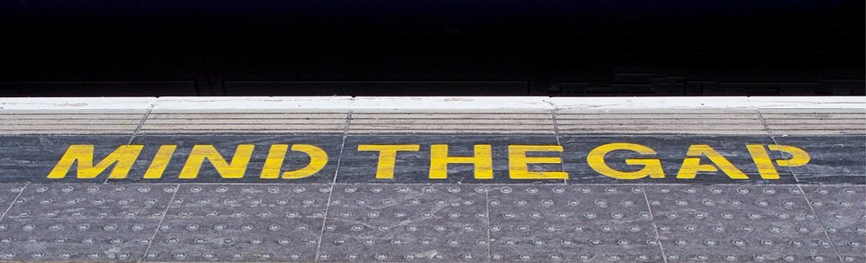 min-the-gap-sign-subway-platform-ground