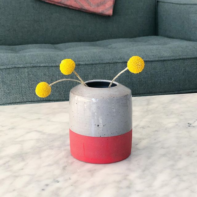 Really digging the gray and red combination on this vase. You can bet I'll be trying more out like this one.