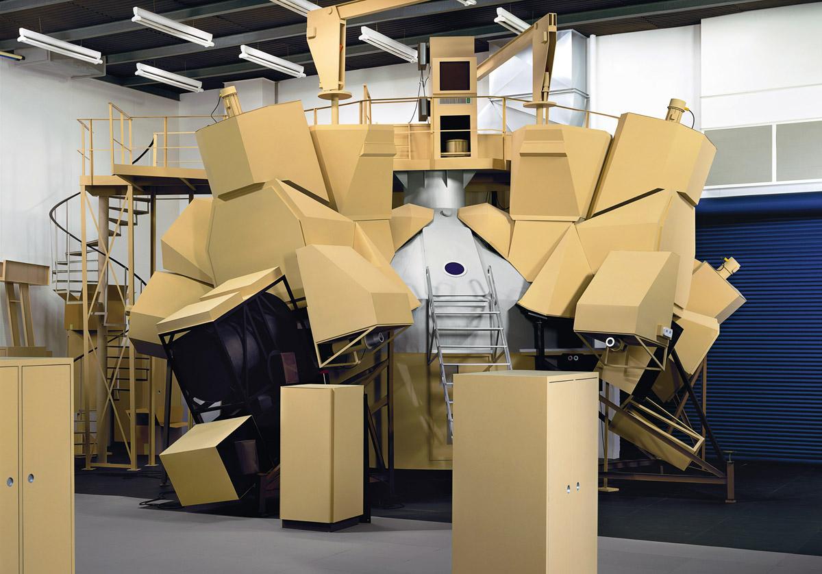 Thomas Demand,  Simulator , C-print / Diasec, 300 cm x 429 cm