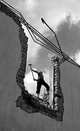 LT, Demolishing, 1956.jpg