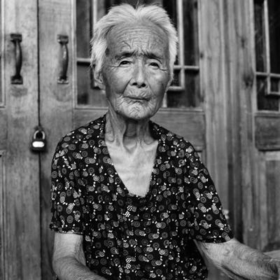 Jo Farrell, Zhao Hua Hong portrait, 84 years old (China, 2010)