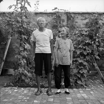Jo Farrell, Liu Shiu Ying and her husband, 79 years old (China, 2006)