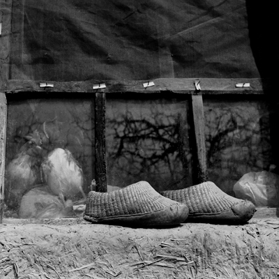 Jo Farrell, Su Xi Rong's straw shoes, 75 years old (China, 2008)