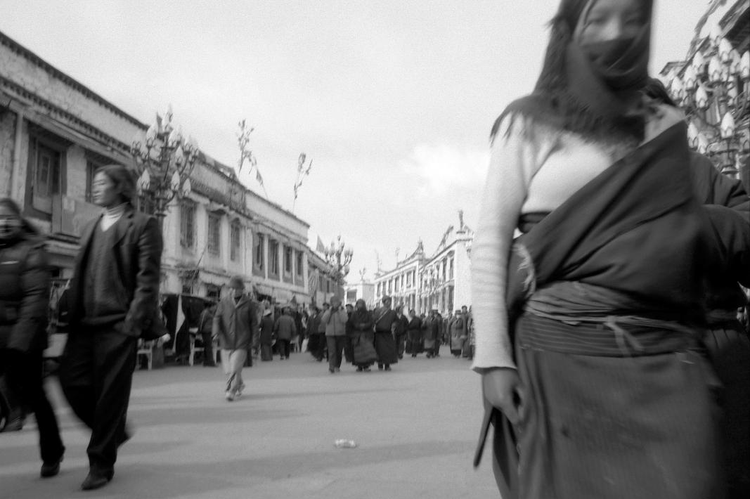 Jo Farrell, Sacred, Barkhor, Lhasa (Tibet, 2003)