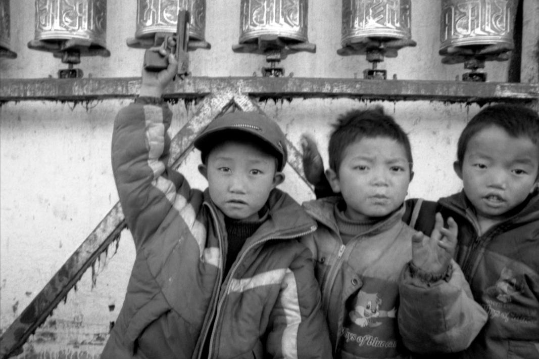 Jo Farrell, War and Peace, Barkhor (Tibet, 2003)