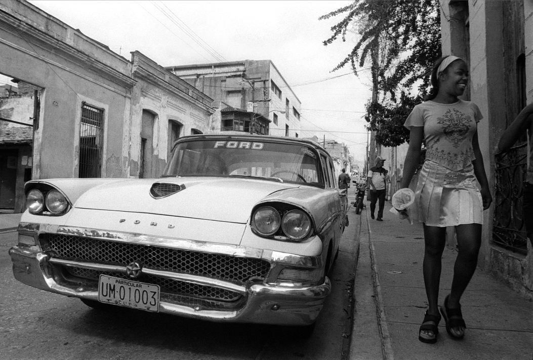 Jo Farrell, Silver Skirt, Santiago de Cuba (Cuba, 2002)