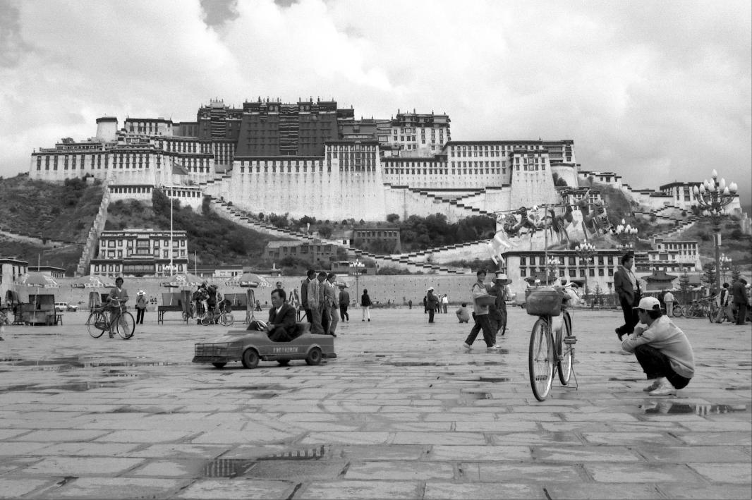 Jo Farrell, Potala Palace, Lhasa   (Tibet, 1998)
