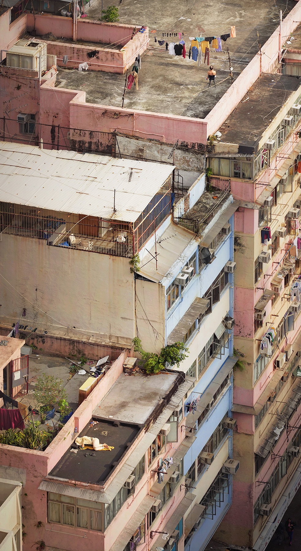 "Romain Jacquet-Lagrèze ""Altitude Nap"" [Hong Kong, 2017]"