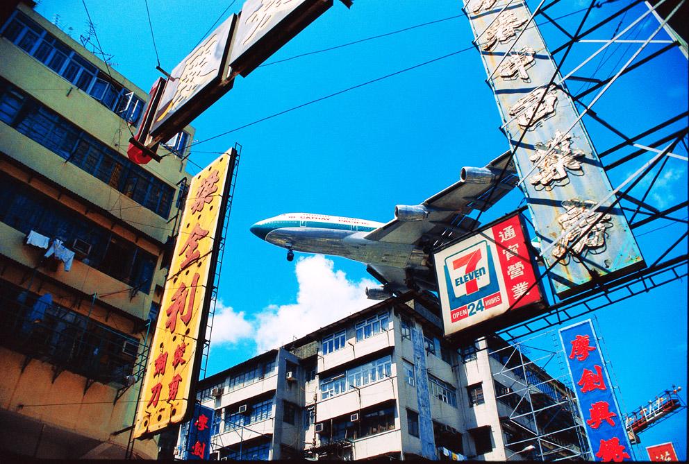 Cathay arriving at Kai Tai, 1994