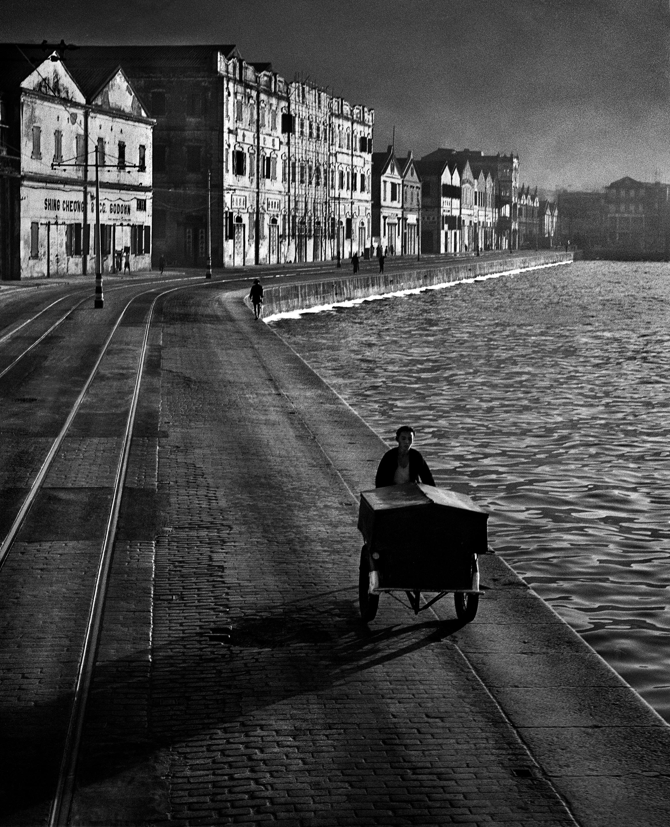 Fan Ho, As Evening Hurries By, Hong Kong 1955