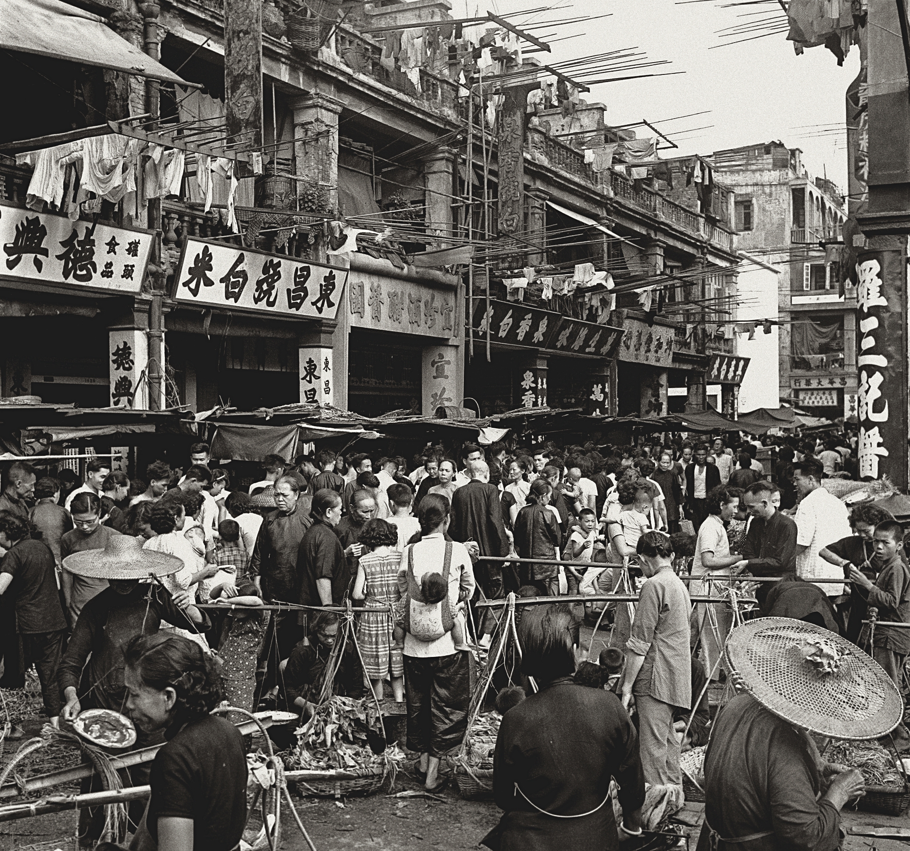 Thriving Market(川流不息)Fan Ho.jpg