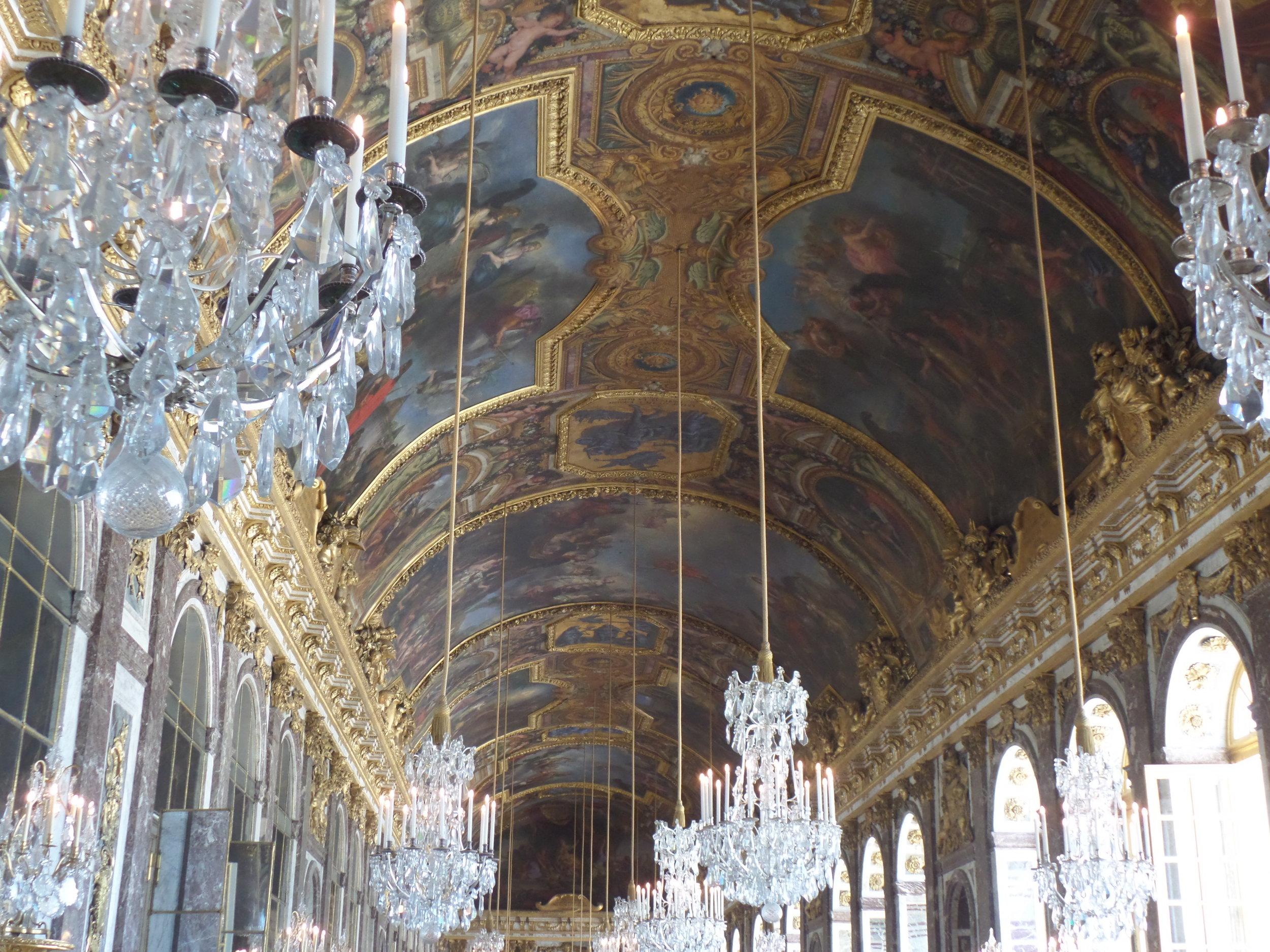 Plafond de la galerie des glaces du château de Versailles