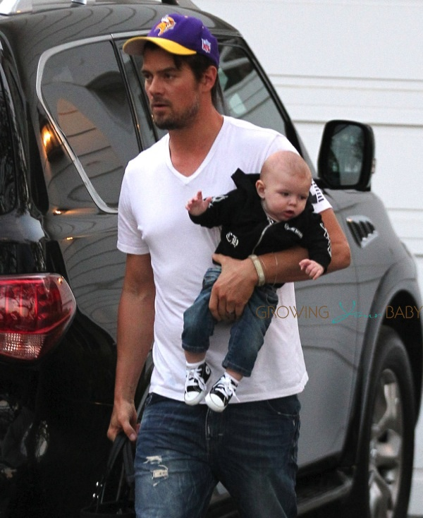 Look at this image from Growing Your Baby. I Couldn't resist my other DILC - Josh Duhamel - come on, he's killing me with the Vikings cap!