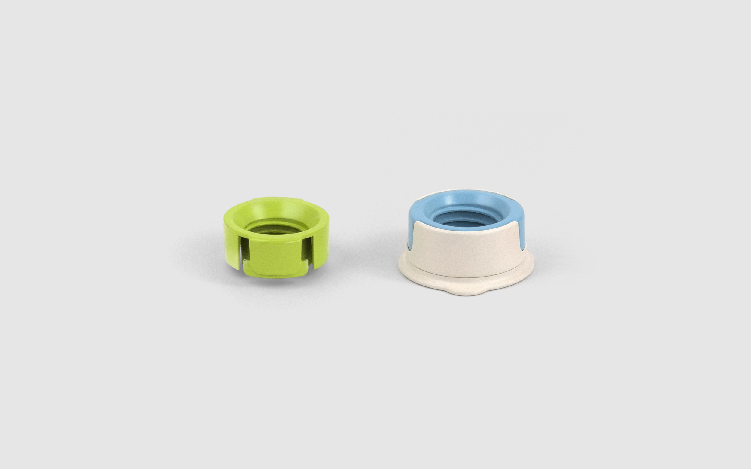 Zero Waste Cap comes with two adapters and a base.