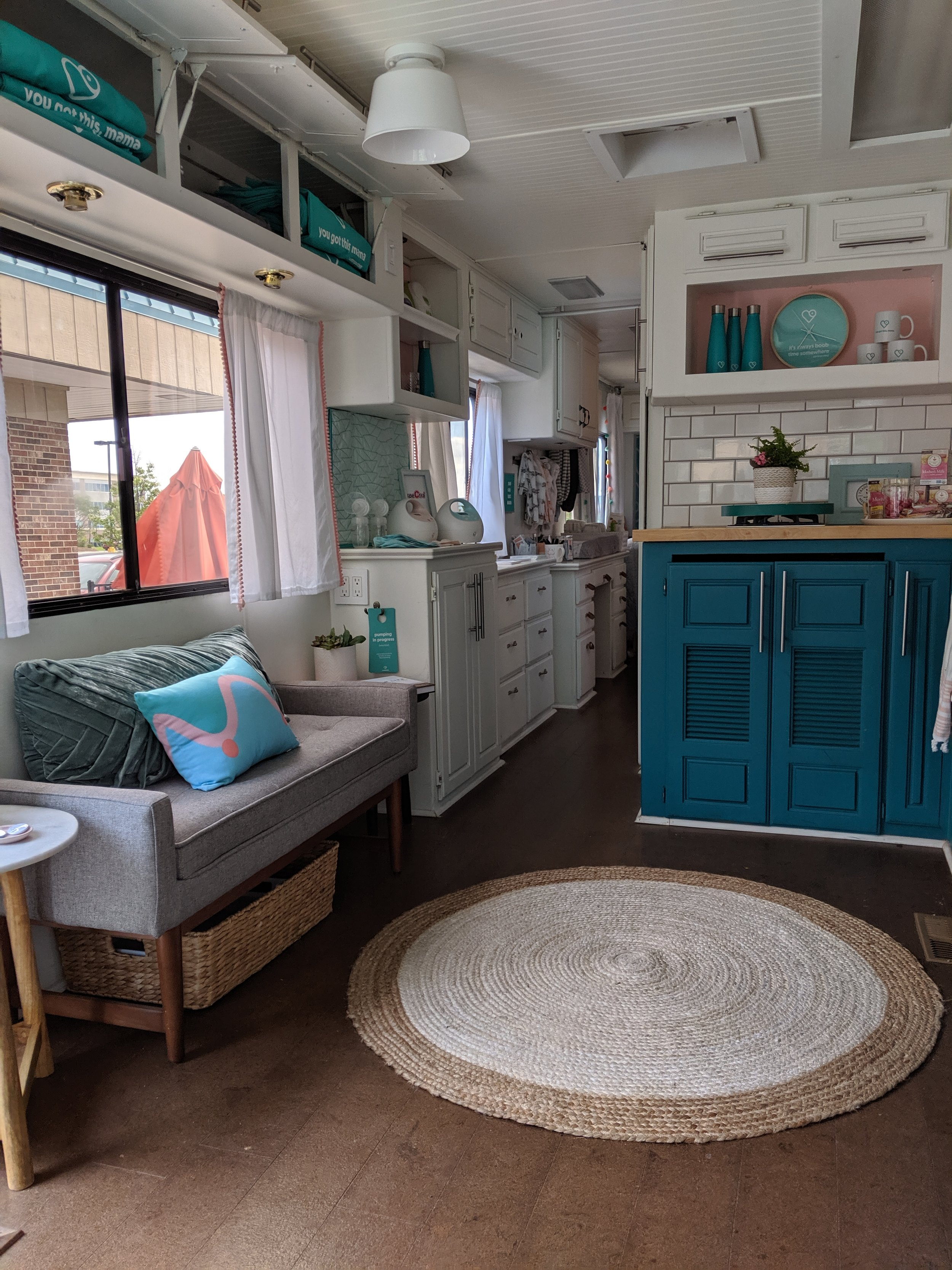 Beautiful bus and such a neat concept to help support mamas!
