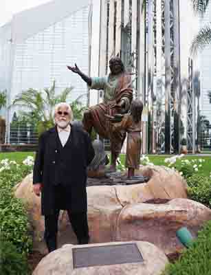 Soderberg and his monumental bronze sculpture in front of Crystal Cathedral in Southern California