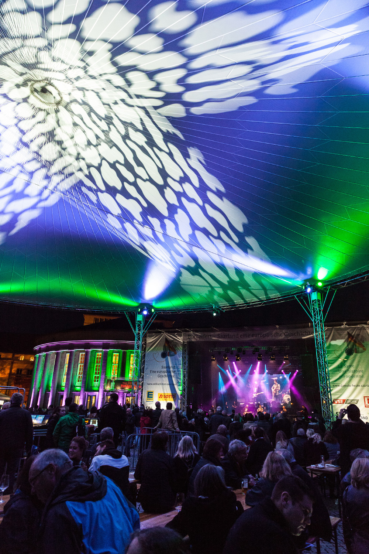 Bürgerfest Saarbrücken – 60 Jahre Saar-Referendum, Bühne vor dem Staatstheater © Rich Serra