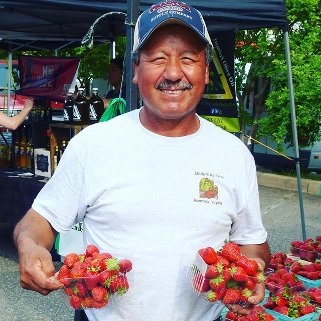Two weeks until National Farmers Market day @arlfoodworks  come out and meet the Farmers @farmersmarketcoalition @communityfoodworks @lindavistafarm @nationalfarmer #farmersmarketweek #eatclean #supportlocal #eathealthy #farmers #supportsmallbusiness #supportlocalbusiness #farmersmarket #veggies #freshfood #nationalfarmersmarketweek