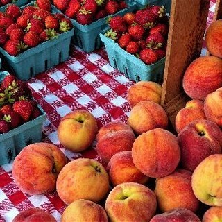 THE PEACHES HAVE LANDED! + music at market 👍Read on to say in the know! https://mailchi.mp/cfwdc.org/the-holiday-market-is-here-2673005 #cfw #cfwfarmersmarkets #communityfoodworks #eatlocal #belocal #shoplocal #buylocal #bristow #gainesville #supportlocal #farmfresh