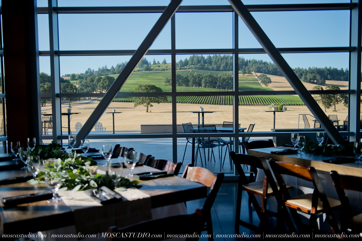 00022-MoscaStudio-Red-Ridge-Farms-Oregon-Wedding-Photography-20150822-SOCIALMEDIA.jpg