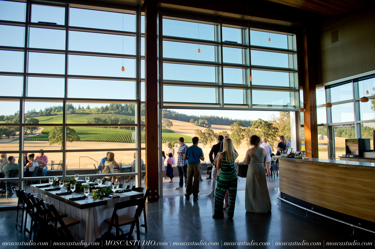 00038-MoscaStudio-Red-Ridge-Farms-Oregon-Wedding-Photography-20150822-SOCIALMEDIA.jpg